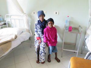 Moramanga - la maman (28kgs) et sa fille rescapée.