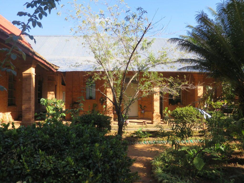 Toit partiellement rénové de la maison des soeurs - Tana - Soavimbahoaka