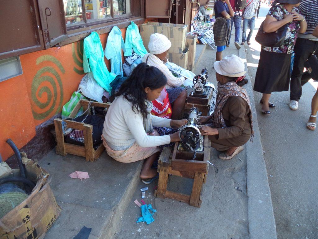 Le trottoir de Fiana : un lieu de couture