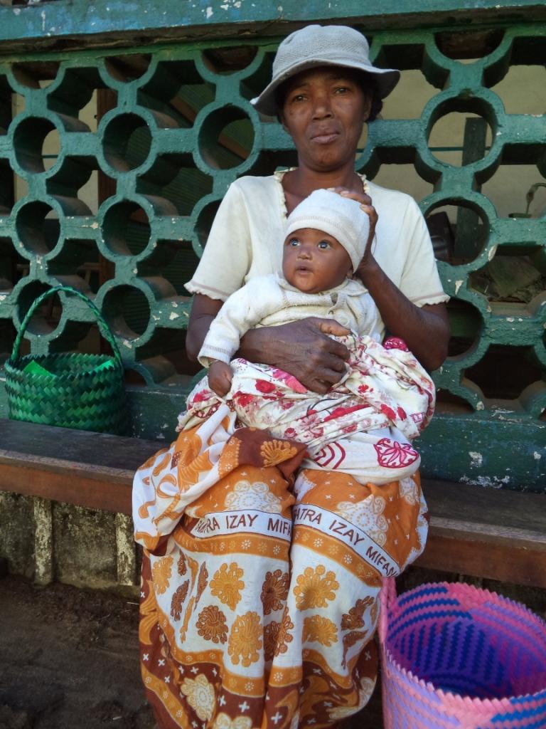 Manakara - Orpheline bénéficiaire du lait suisse