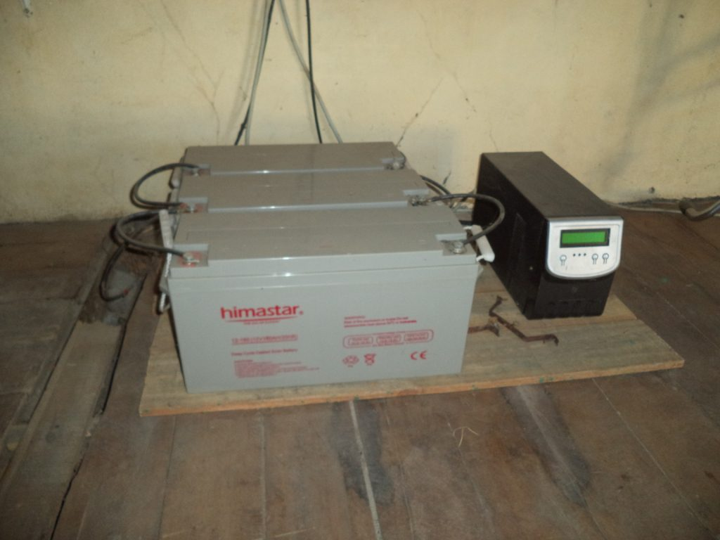 Bermanonga -les batteries de l'installation solaire
