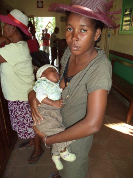 Fanantenana - un bébé bien portant grâce au lait en poudre