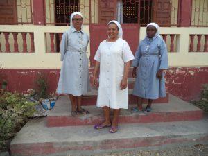 Manamby : de gauche à droite Soeus Marie-Thérèse, Marie-Sylvia, Jeannnine d'Ankiliabo