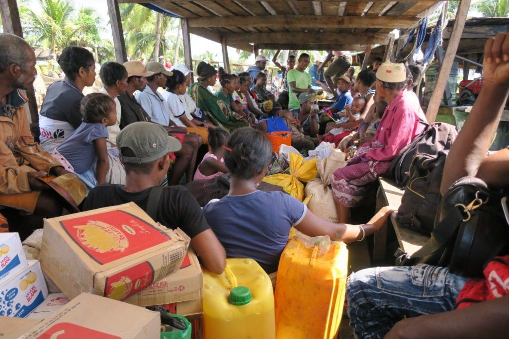 farafangana-tangainony-les occupants du canot