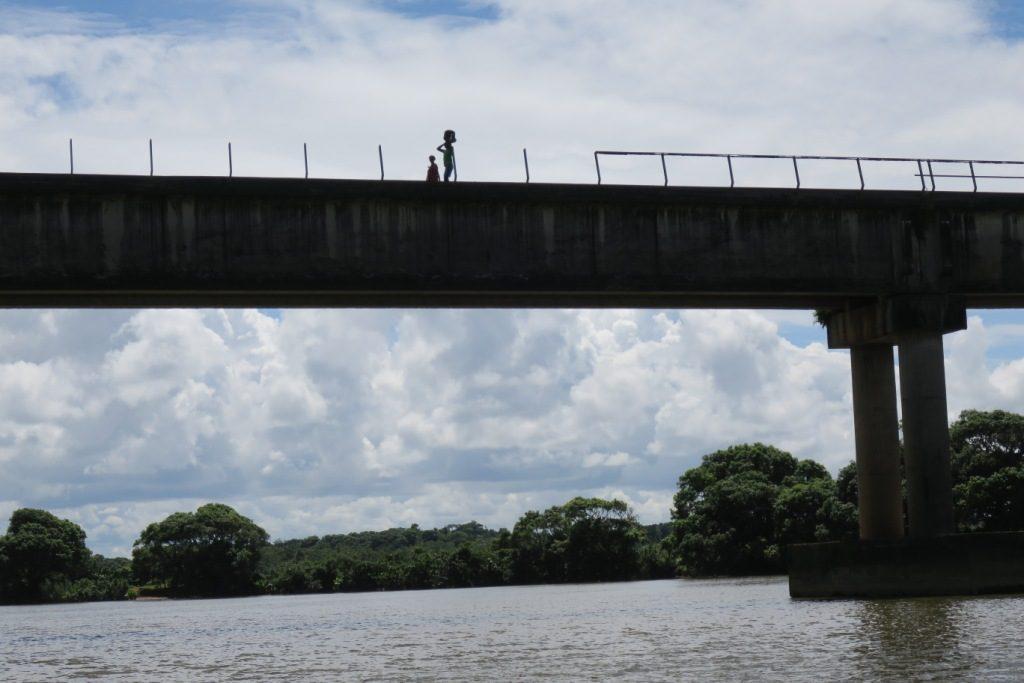 Farafangana-tangainony-pont imposant démuni de ses barrières