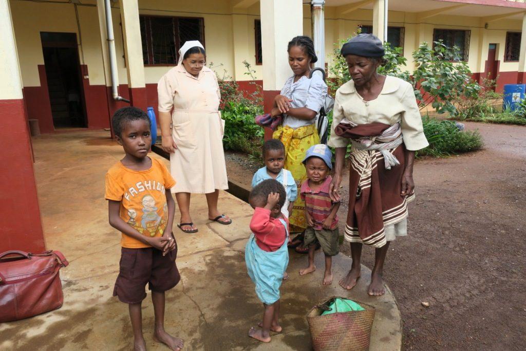 farafangana-ambatoabo-4 petits orphelins