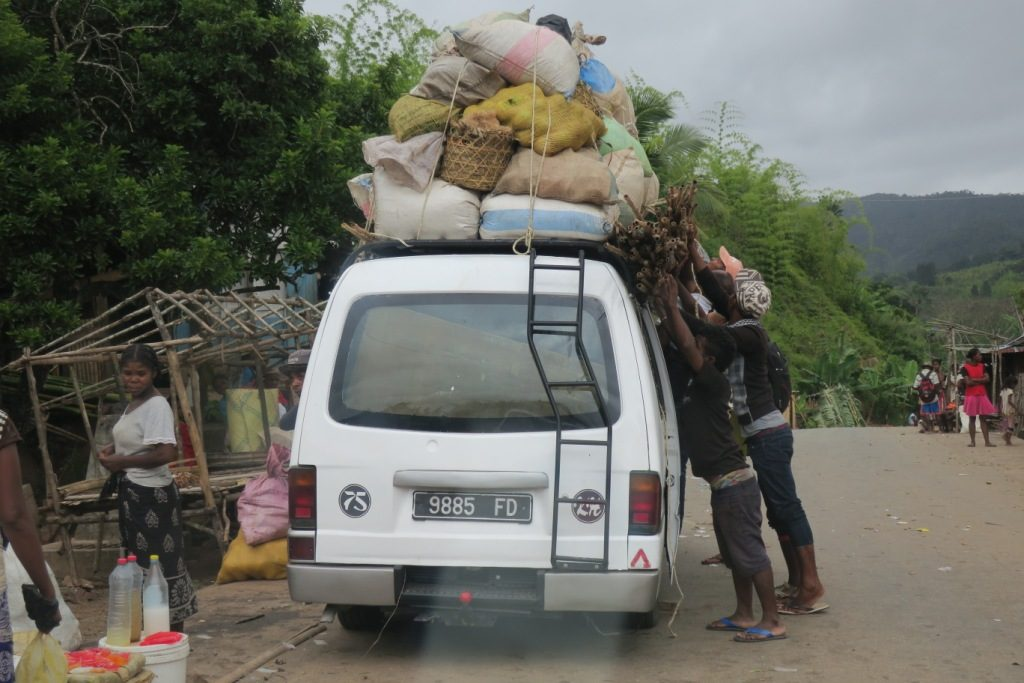 Mananjary-Fianarantsoa-taxi-brousse...-il y a toujours encore une petite place.