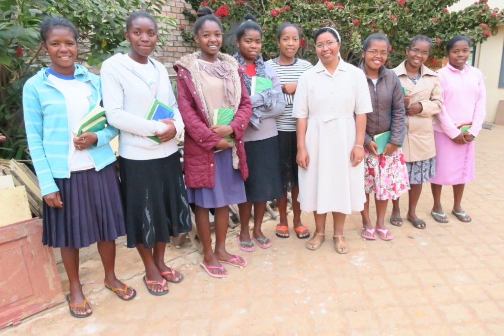 Fianarantsoa - Jeunes filles en formation pour devenir religieuse