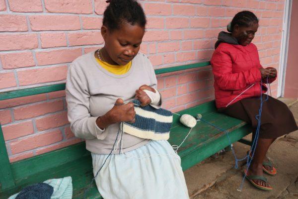 Marana - lépreuse tricoteuse courageuse